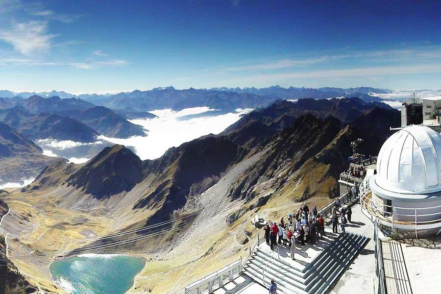 Le Lac d'Oncet au pied du Pic du Midi de Bigorre Hautes Pyrénées